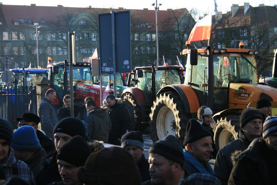 Polish farmers protest sale of farmland to foreign multinationals.